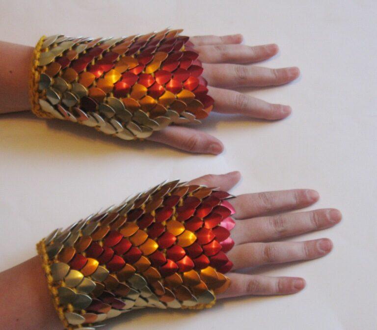 A pair of phoenix-pattern dragonhide guantlets