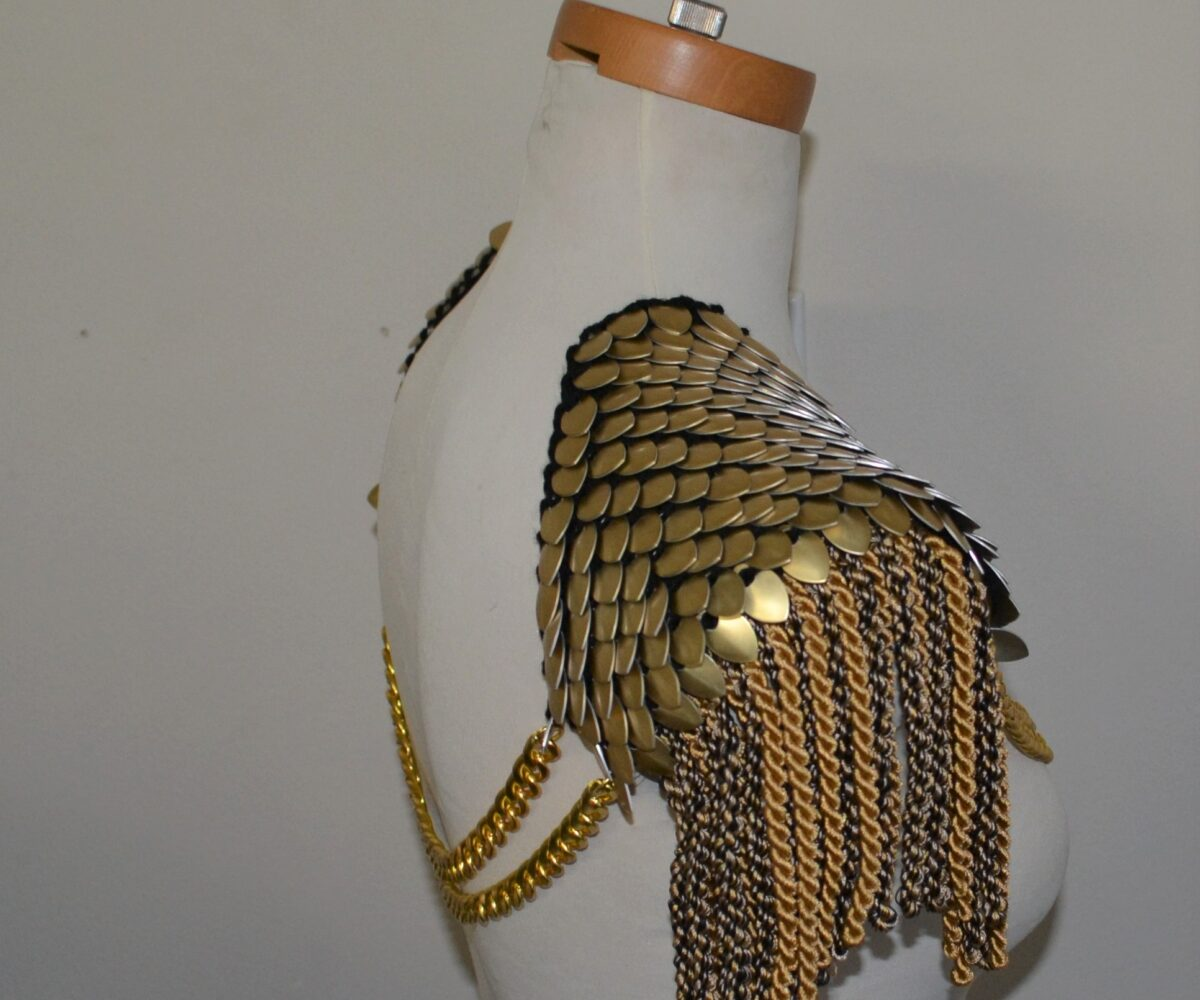 Gold scalemaille epaulets with mixed gold rope trim and double gold chains connecting both shoulders.