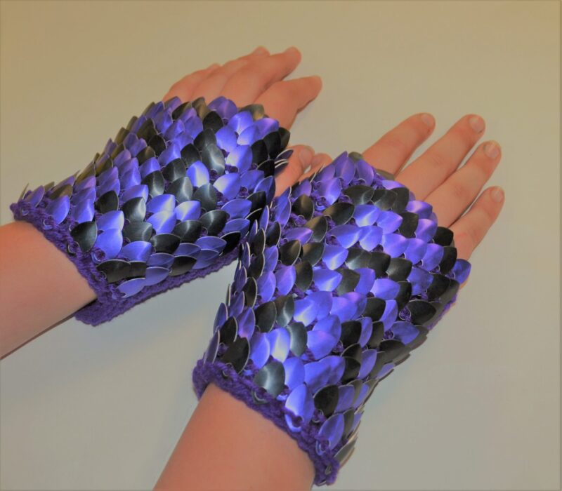 Knitted scalemaille gauntlets in purple and black
